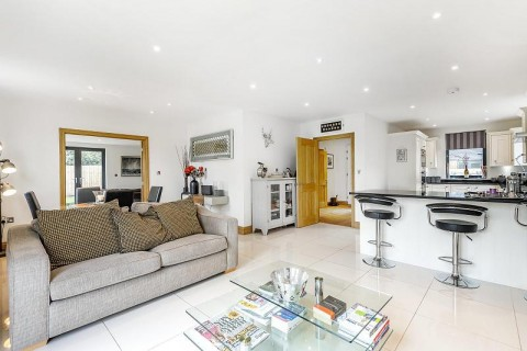 Click the photo for more details of Hawthorn Close, RH14 0FU